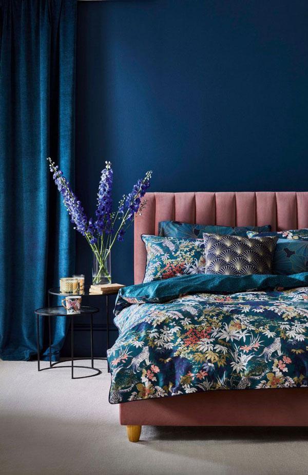 blue-wall-bedroom