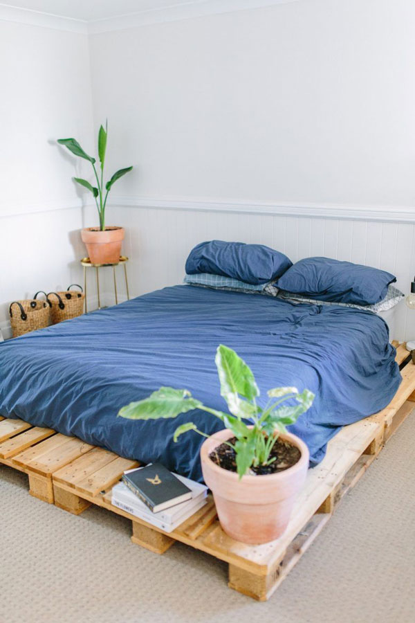 bottom-space-of-the-pallet-bed