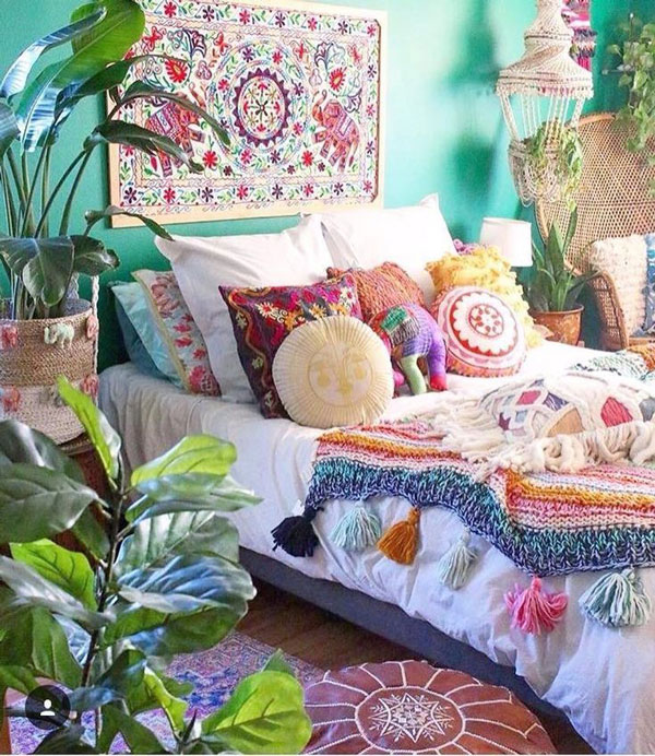 colorful-pillows-boho-bedroom