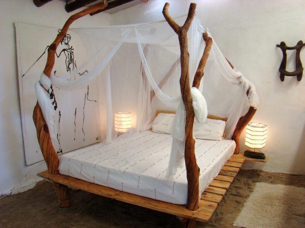 pallet bed design with tree