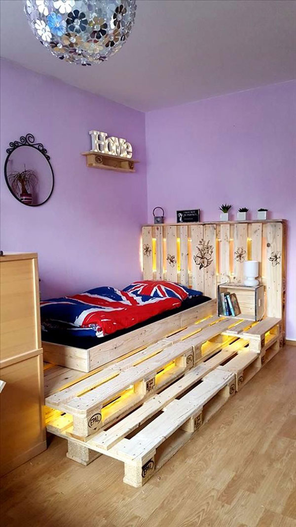 a bedroom with different floor-pallet-bed