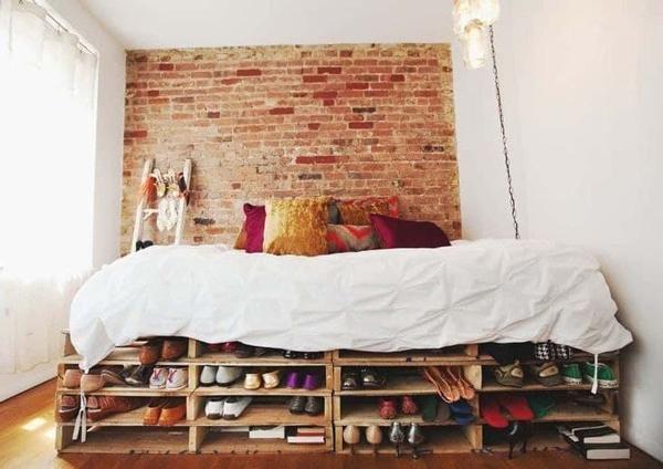 diy pallet bed as a shoebox