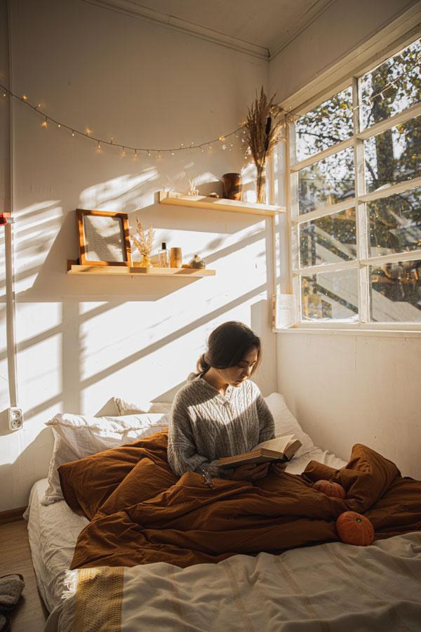 string-light-bedroom