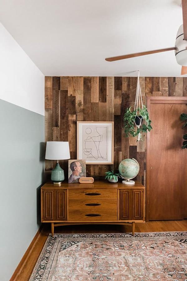 wood wall as the DIY room decor