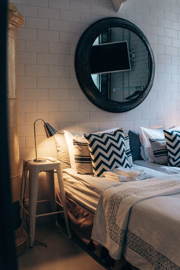 Above-the-bed-mirrors