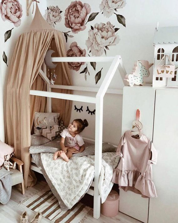 Bed-Canopy-Curtains-girls-bedroom-