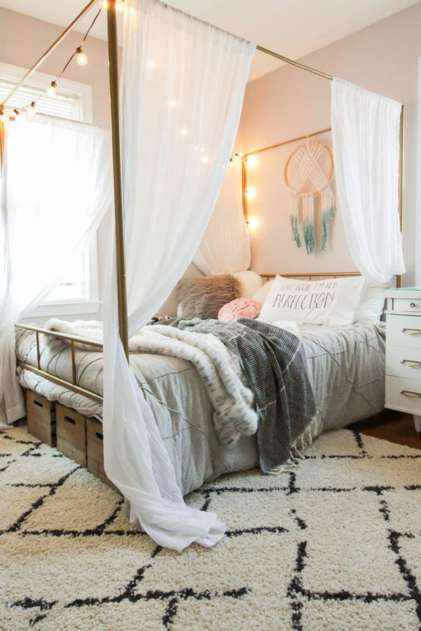 Bed-Canopy-Curtains-with-lamps