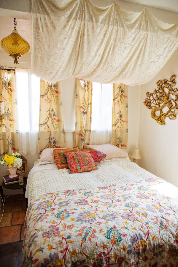 Bed-Canopy-Curtains-with-tablecloth