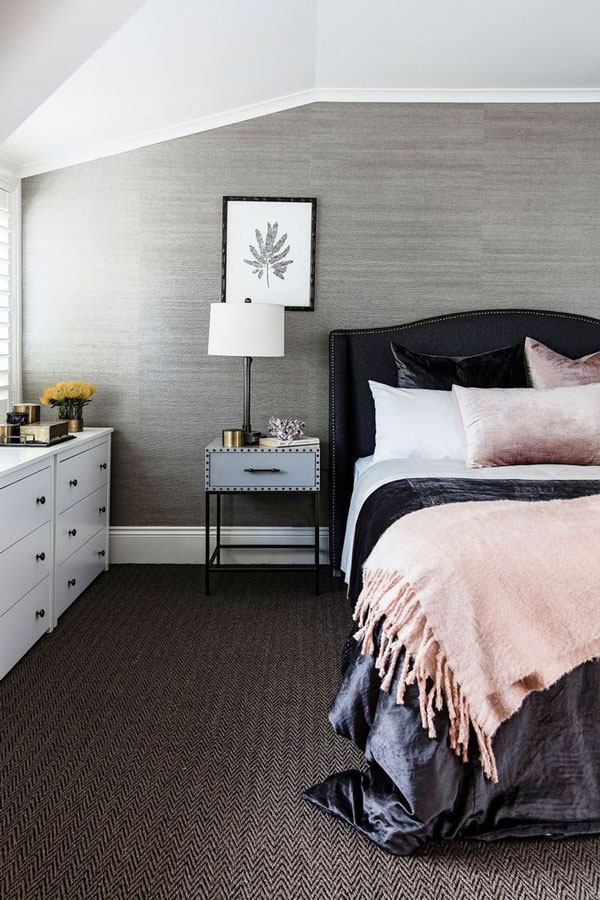 Bedroom-wallpaper-with-a-simple-and-beautiful-design