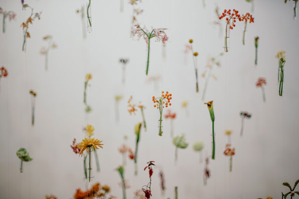 DIY-Flower-wall-bedroom