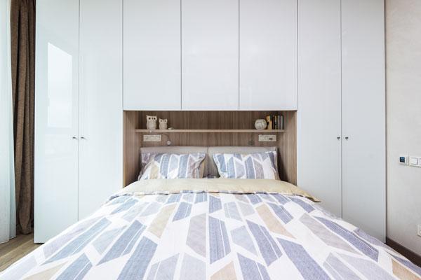 DIY-Headboard-With-Shelves
