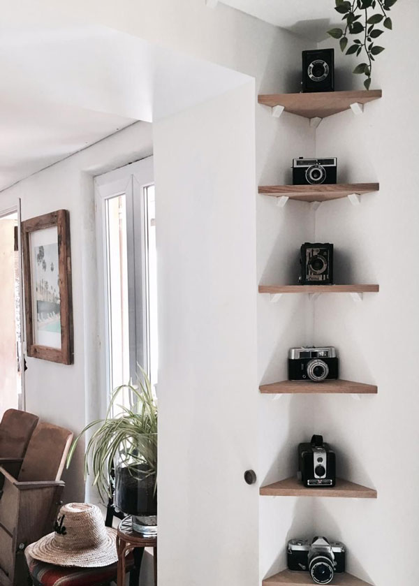 Decorate-the-corner-of-the-wall-with-rack