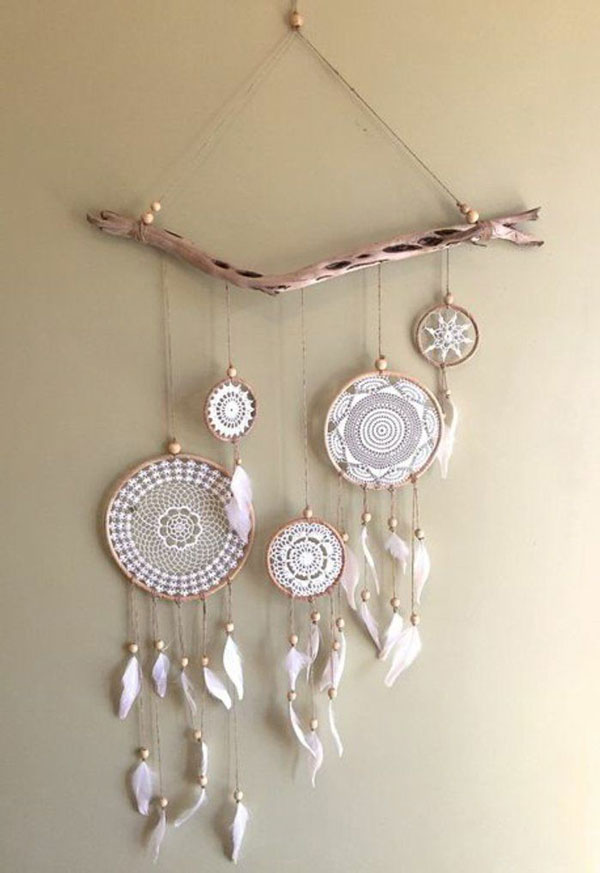 Decorate-the-wall-with-dream-catcher