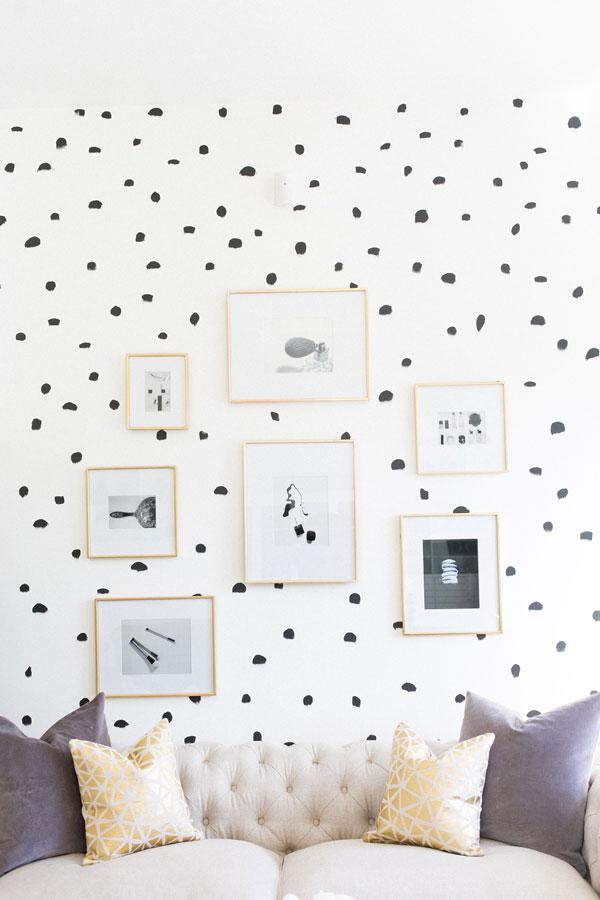 Dotty-wallpaper-for-bedroom