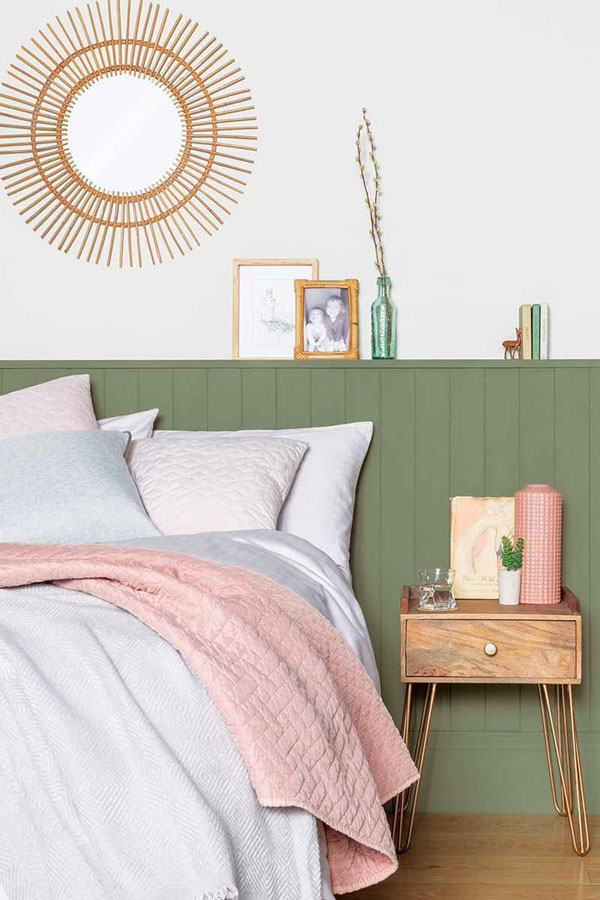Green-wall-with-pink