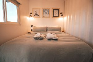 Small-bedroom-decorating-ideas-on-a-budget
