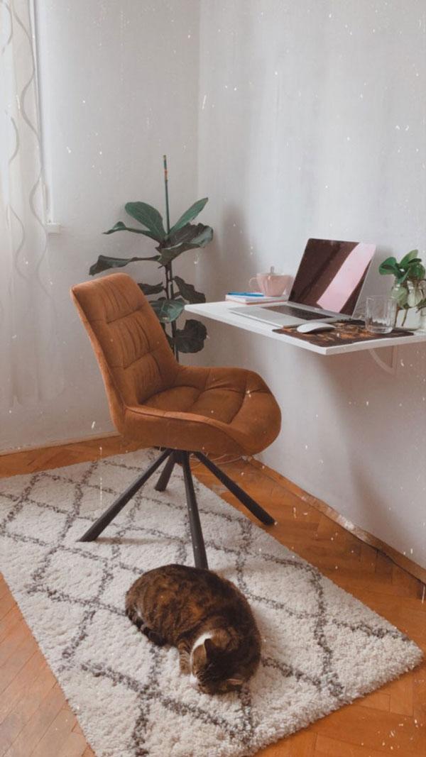 Wall-desk-in-small-bedroom-design