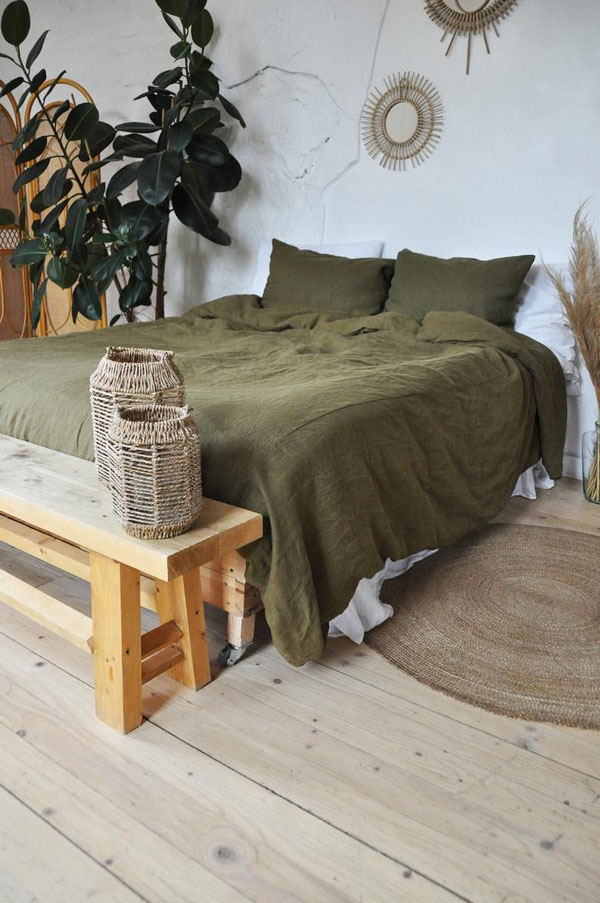 bedroom-with-green-details