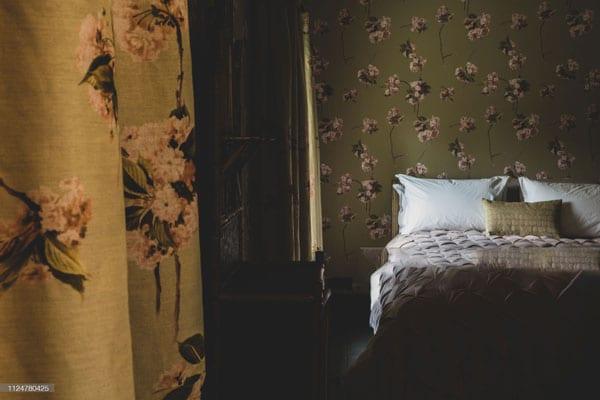 classic bedroom wallpaper