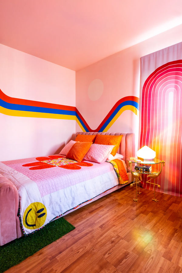 colorful-bedroom-wall-mural