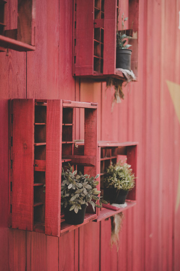 diy-flower-shelves-on-the-wall