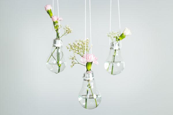 diy-flower-wall-bedroom-bulbs