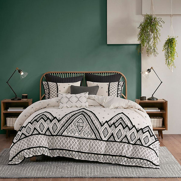 green-accent-wall-and-white-bed