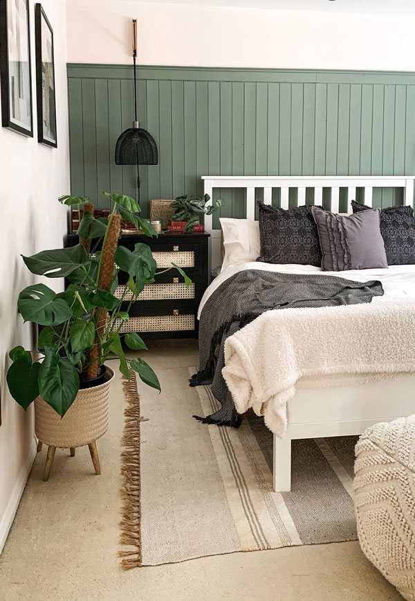 green-accent-wall-in-bedroom-
