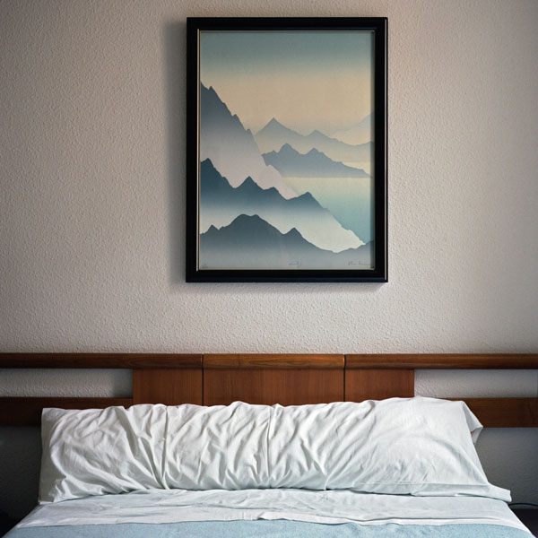 picture-frames-wall-bedroom