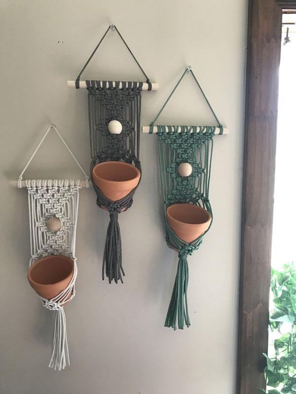 vase-Yarn-Wall-Hanging