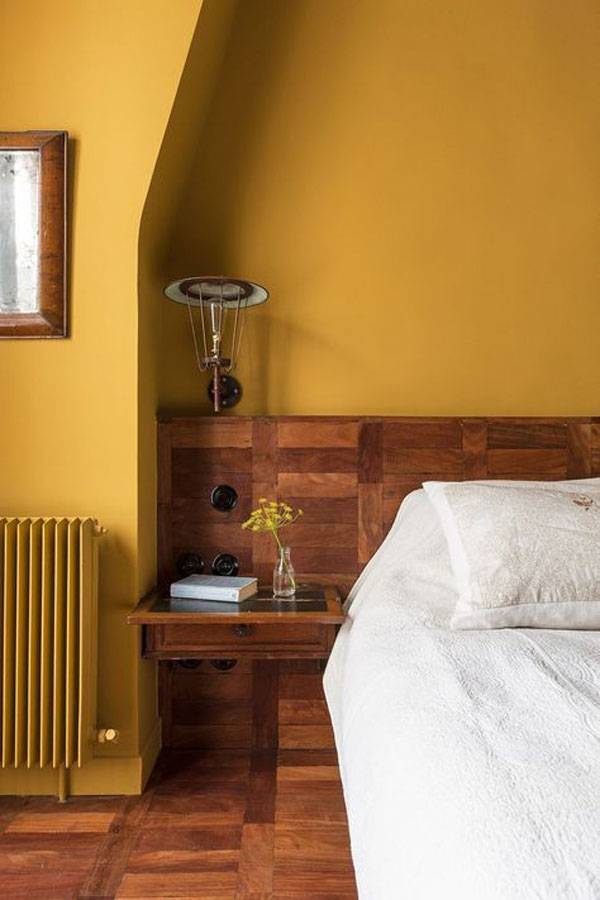 yellow-and-wood-bedroom