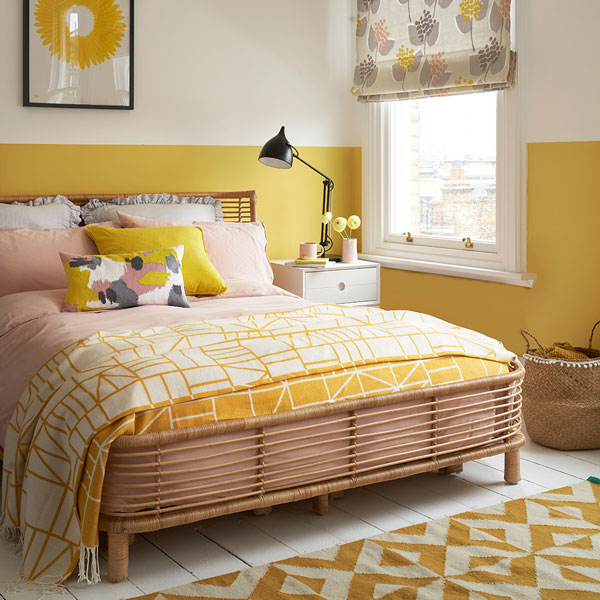 yellow-bedroom-with-pink-and-white