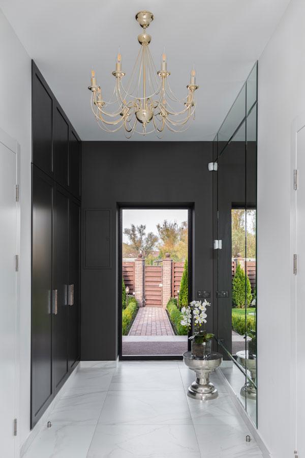 Corridor-lighting-in-home