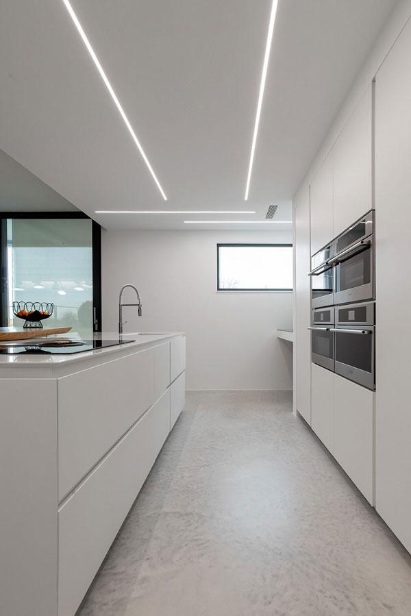 Built-in-kitchen-lighting-design