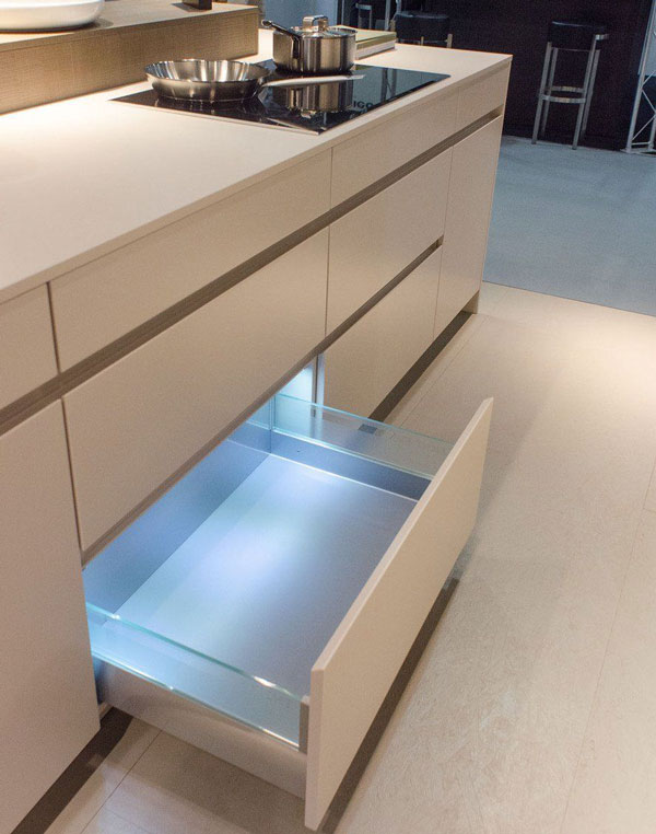 Lighting-inside-the-kitchen-drawers