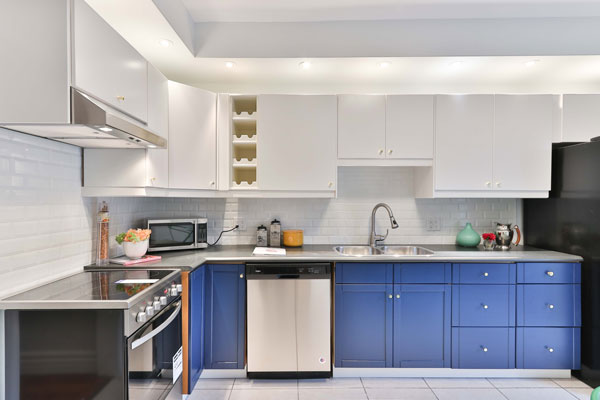 Lighting-the-upper-part-of-the-kitchen-cabinets