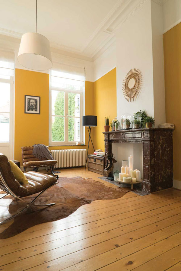 Living-room-painting-with-a-yellow-tonnage